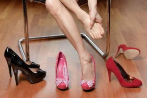 Read more about the article 6 Tricks To Wear High Heels Without Pain