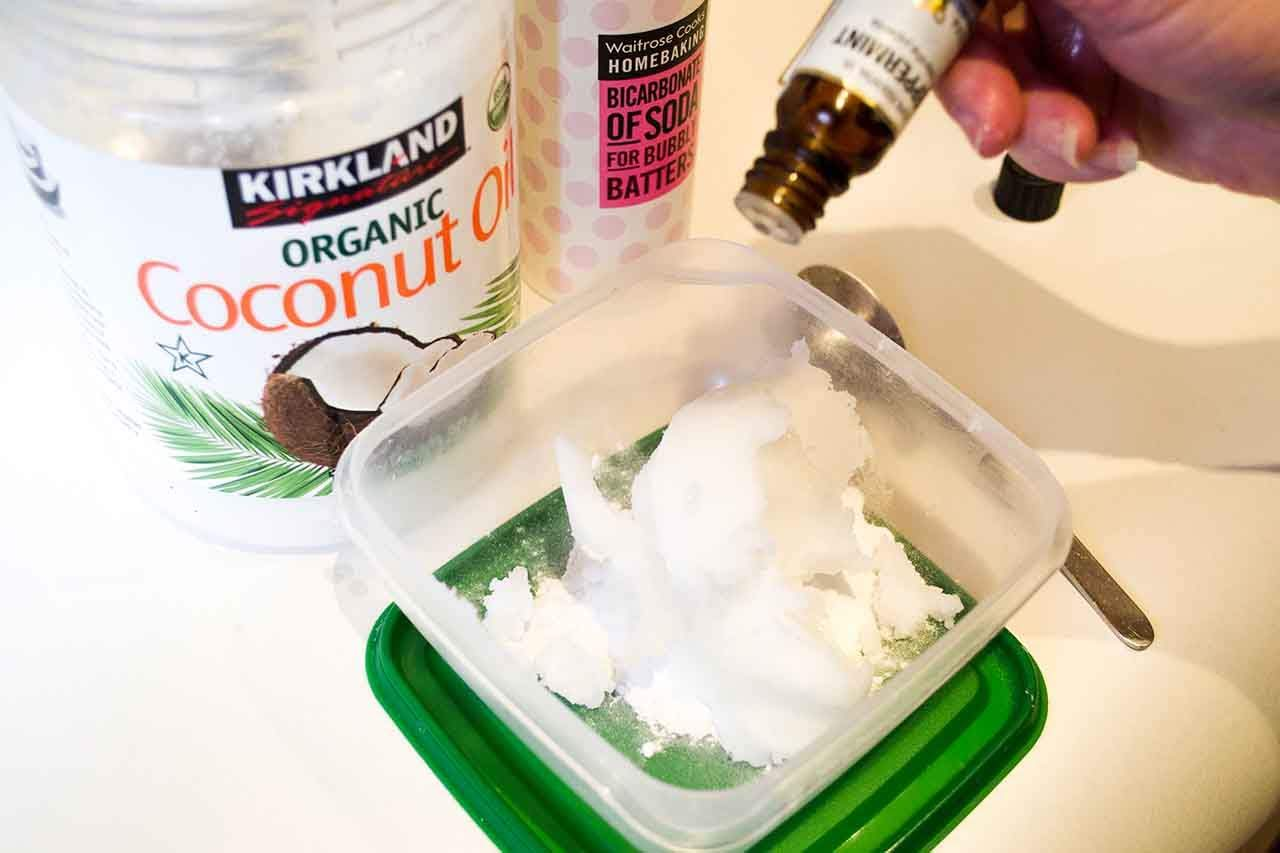 You are currently viewing The Most Popular Ingredients For DIY Toothpaste & How To Make One