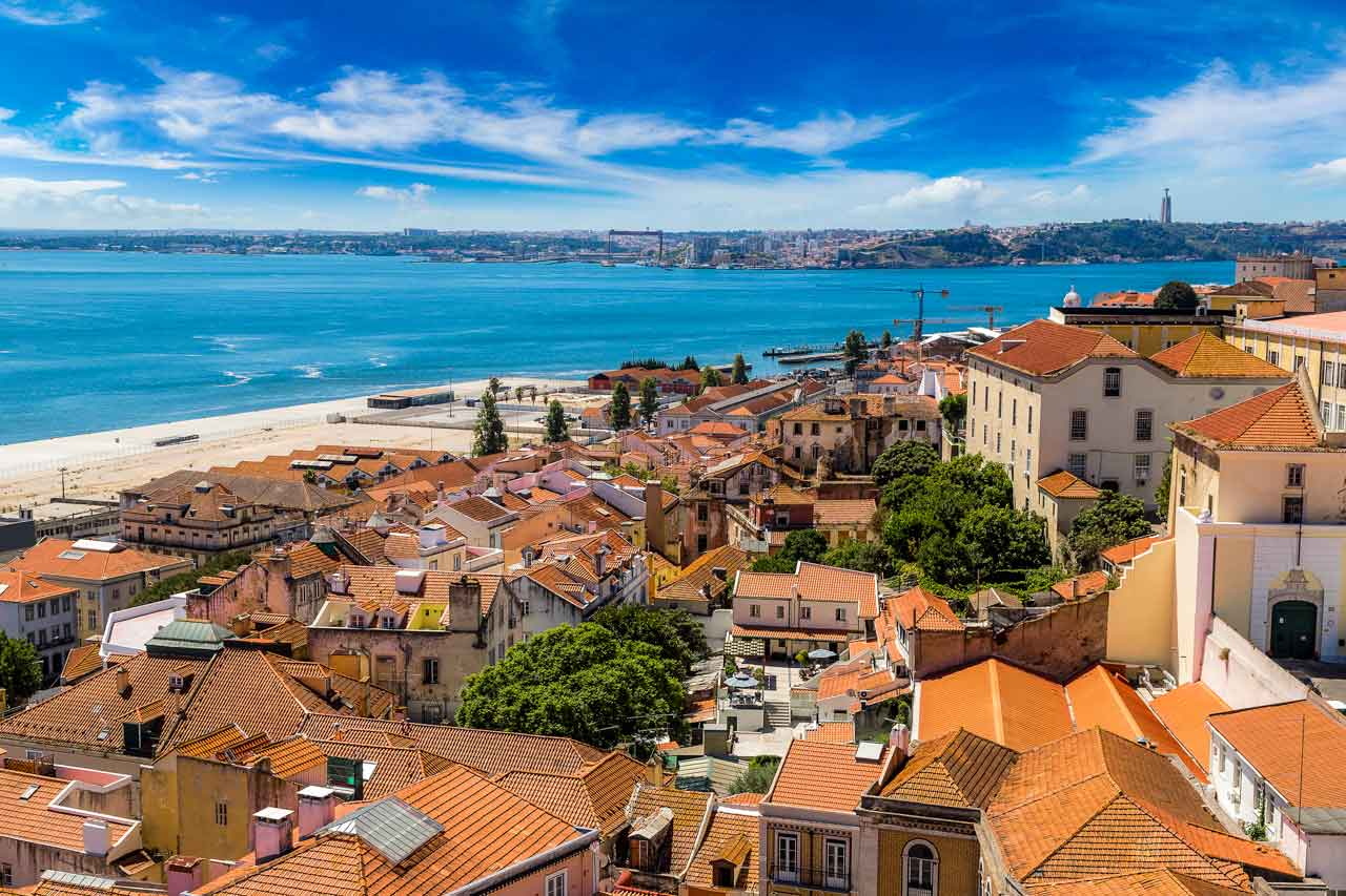 You are currently viewing From Largest Outlet In Europe To The Flea Market: Everything About Shopping In Portugal